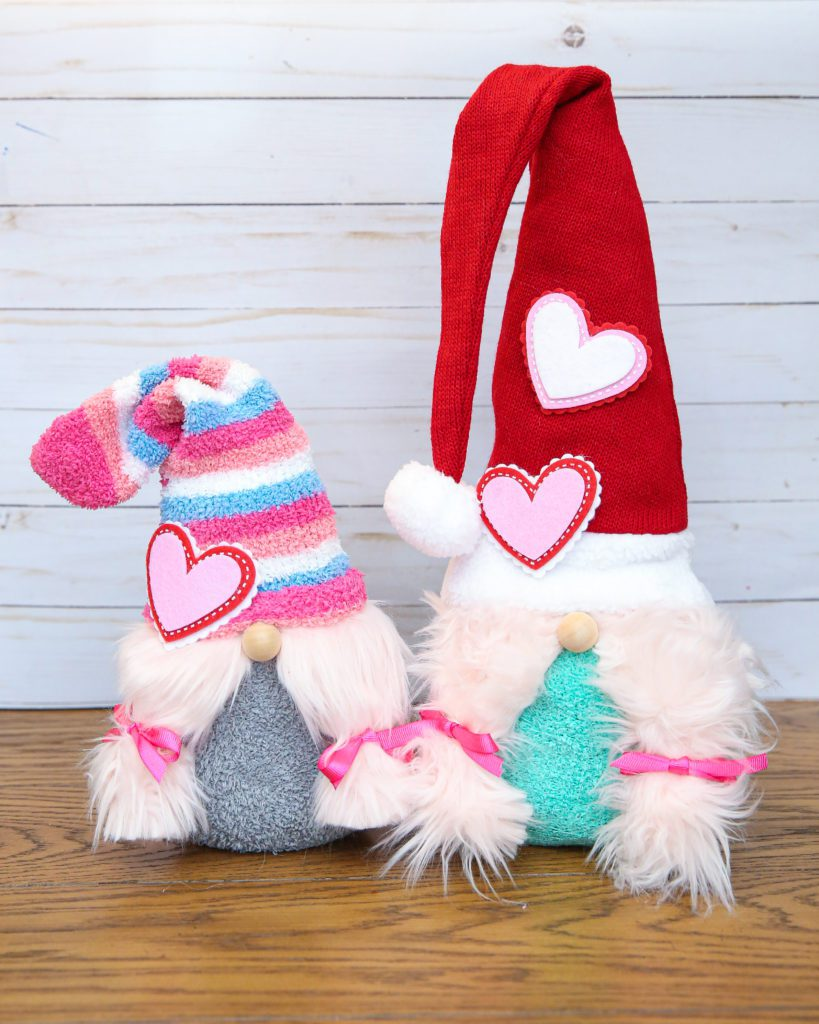love gnomes sock gnomes craft - only a handful of items required!