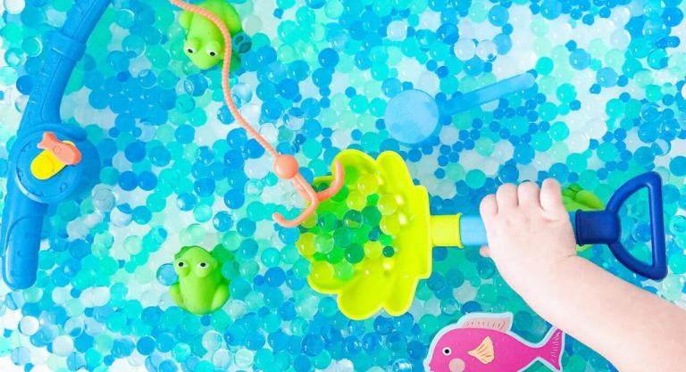 A Quick Sensory Bin Guide for Littles