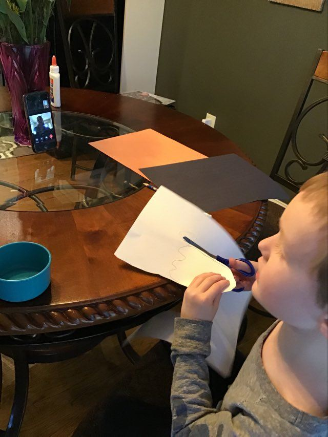 virtual classes led by family members during the pandemic